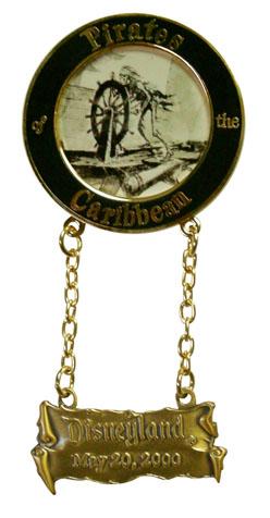 Disney Pirates Of The Caribbean Dangle Pin Le Pin Pins