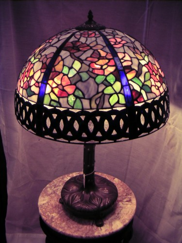 stainedglasslamp1026A.JPG