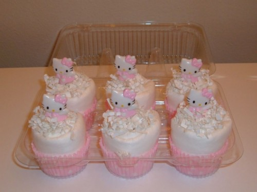Hello Kitty Cupcake 6 pack.jpg