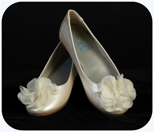 Girls Ivory Dress Shoes Flats w. Fabric Flower & Rhinestone Center