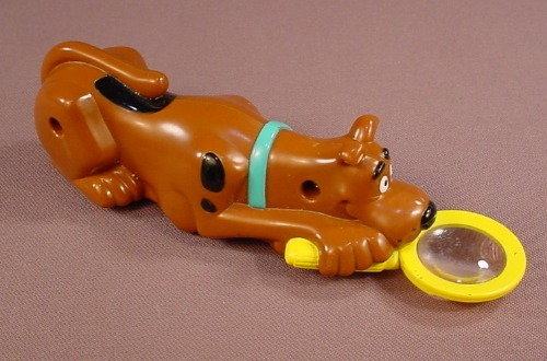 Scooby Doo Wind Up Figure With A Magnifying Glass, 5 5/8 Inches Long, 2003 Burger King