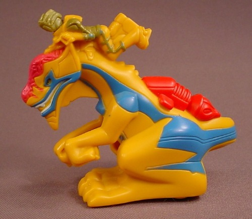 McDonalds 2006 Dragon Booster Propheli And Reepyr Figure Toy With A Pull Back Motor