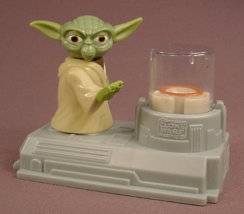 Star Wars Yoda's Levitator Toy, 2011 McDonalds, Raise Yoda's Arm To Make The Disc Levitate