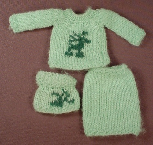 Barbie Doll Size 3 Piece Knit Outfit, Top Sweater & Skirt With A Mouse Design