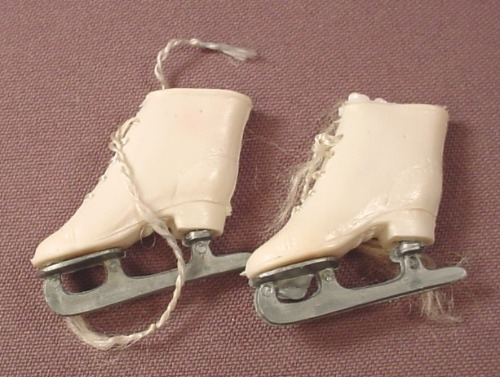 Barbie Doll Size Vintage Pair Of Soft Vinyl Ice Skates With Laces, Made In Hong Kong