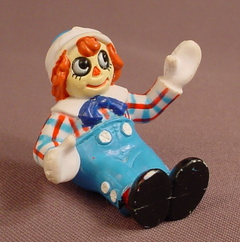 Raggedy Andy In A Sitting Or Seated Pose PVC Figure, 1 5/8 Inches Tall, 1988 Macmillan Inc