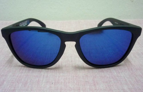 are oakley frogskins polarized 6m3u  white blue oakley frogskins