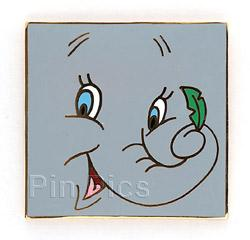 Disney Dumbo LE Auction on orignal card Pin/Pins