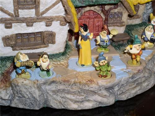 Disney Snow White & 7 Dwarfs Goebel Miniatures