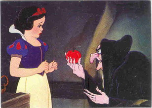Disney Snow White & 7 with Hag and poison apple