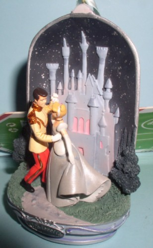 Disney  Cinderella and the Prince Dancing Light Up