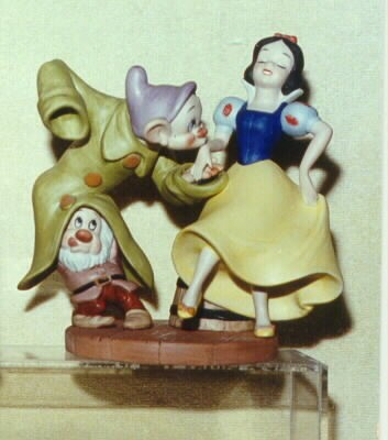 Snow White and Dopey Dancing  Mint Porcelain Rare