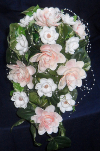 seashell%20crafts%20cascading%20wedding%20bouquet%20pink