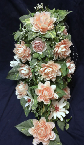 seashell%20crafts%20flowers%20cascading%20wedding%20bouquet