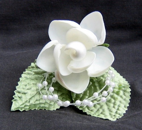 seashell%20crafts%20wedding%20pin%20white%20flower.jpg