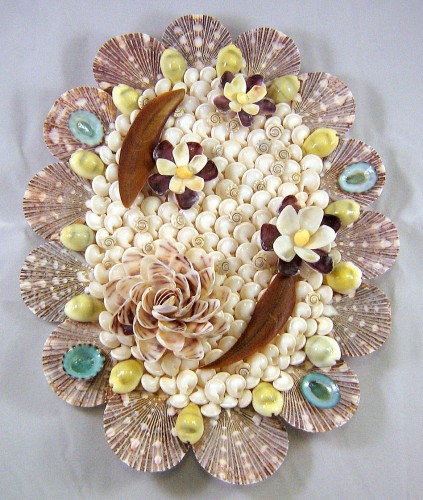 Seashell crafts hanging wall decor ocean blooms now for Sea shell crafts
