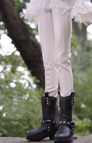 white leather pants1.jpg
