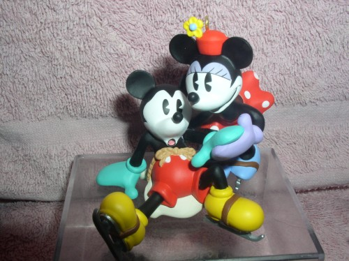 Disney Mickey and Minnie ornament New Pair of Skates dated 1997 Original Box
