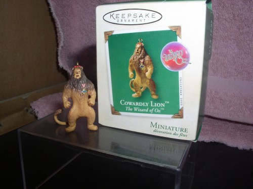 Cowardly Lion from Wizard of Oz Miniature Hallmark dated 2003 ornament