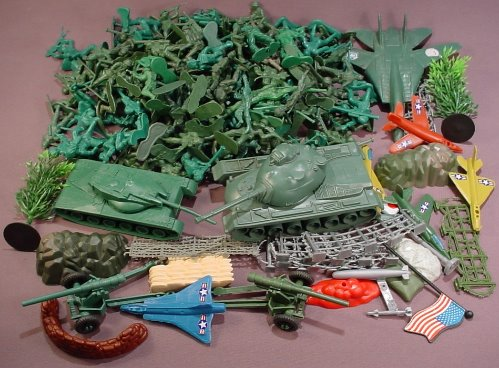180 Piece Lot Of Plastic Green Army Men & Accessories A