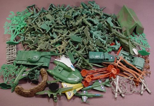 180 Piece Lot Of Plastic Green Army Men & Accessories B