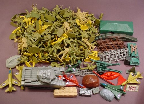 180 Piece Lot Of Plastic Green Army Men & Accessories C
