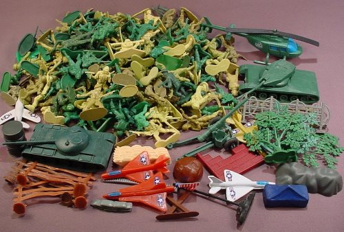 180 Piece Lot Of Plastic Green Army Men & Accessories D