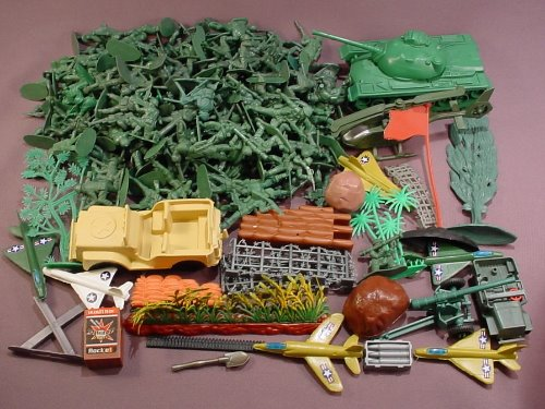 180 Piece Lot Of Plastic Green Army Men & Accessories E