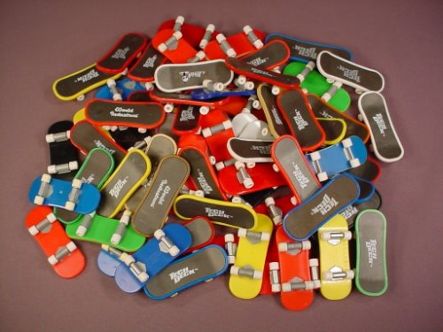 Tech Deck Dudes Lot Of 66 Small Skateboards, Finger Boards, Magnetic Figures Snap Onto The Boards