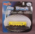 Maisto On Track Yellow Delaware Hudson Coal Ore Train Car With 1 Section Of Track