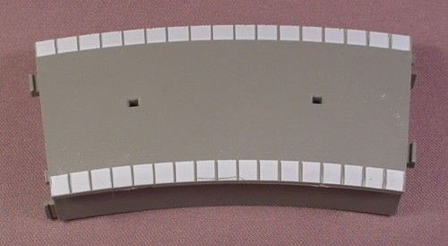 Oo Scale Gauge Hornby Tri-Ang R463 Curved Platform, Gray Top, Light Gray Trim