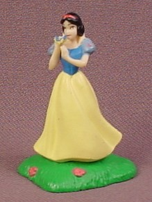 Disney Snow White PVC Figure, 1 3/4 Inches Tall, Figurine