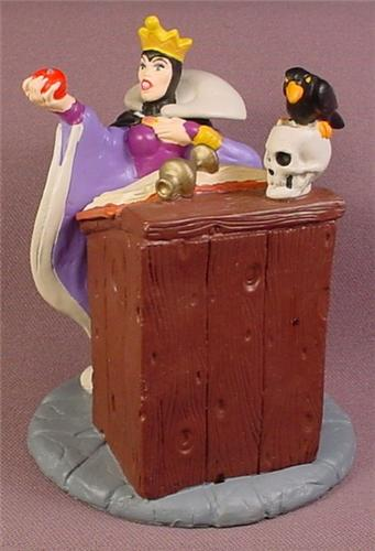 Disney Snow White Villain Evil Queen Casting A Spell On An Apple PVC Figure, Lil Classics