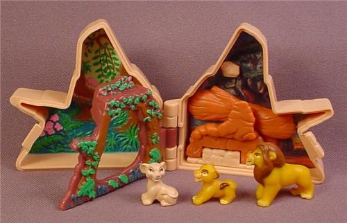Disney The Lion King Polly Pocket Style Mini Pride Rock Compact, 2 5/8 Inches Tall