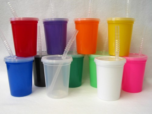 12 Small 12 Ounce Mix Colors Plastic Drinking Cups Lids Straws TOG2