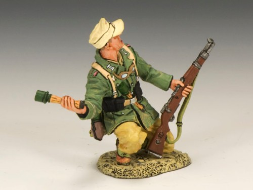 King and Country AK080: Africa Korps Kneeling Grenadier Throwing a Potato Masher
