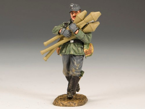 "King and Country WS183: ""Tank Killer"" a Wehrmacht Veteran carries 3 Panzerfaust Rockets"