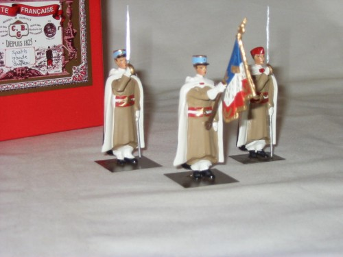 Mignot 161: Spahis Calots 60mm- 2 Saluting French Flagbearer with Swords -NEW INF3