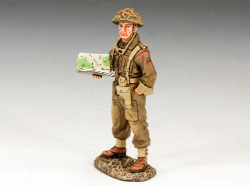 King and Country DD170: Officer with Map Case