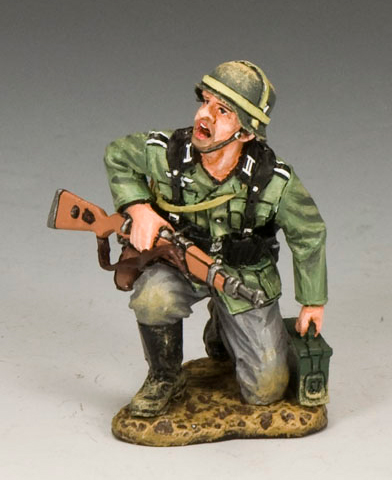 King and Country WS213: Kneeling w/ Ammo Box