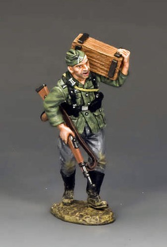 King and Country WS207: Soldat Carrying Crate