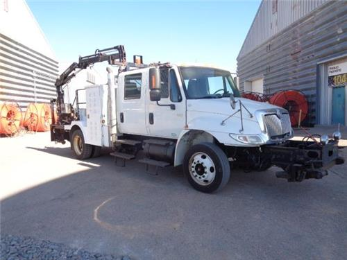 2005 INTERNATIONAL 4200 VT365 SECTION RAILROAD GANG CRANE TRUCK