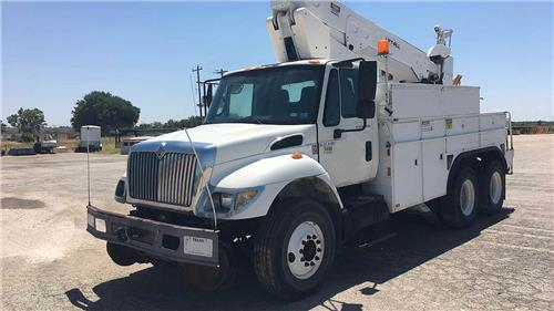 2004 INTERNATIONAL 7400 6X4 HI-RAIL BUCKET TRUCK