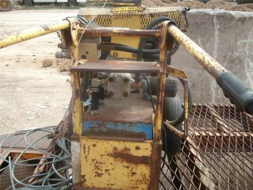 FAIRMONT POWER SUPPLY HYDROLIC FLOW UNIT HEAVY TOOLS GAS POWERED RAILROAD UNIT