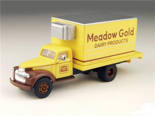 HO Scale-Classic Metal Work-30297-'41-'46 Chevy Delivery Truck-Meadow Gold Dairy