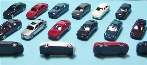N Scale-Model Railroad Vehicles-Mixed Styles in 6 Colors--16 Cars per Set