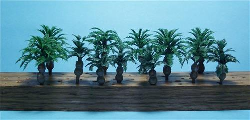 "N Scale-12 Pc Pack of Short Double Bottle Palm Trees-1 3/8"" & 1 3/4""-6 Pcs Each"