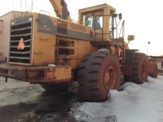 KOMATSU WA600-1 WHEEL PAY FRONT END LOADER TIRES OVER 90% HUGE EARTH MOVING UNIT